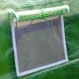 Fenêtre d'aération 35 x 35 cm avec moustiquaire ouverte