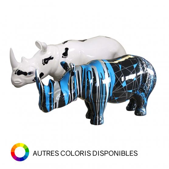 Rhinocéros blanc avec pieds noirs