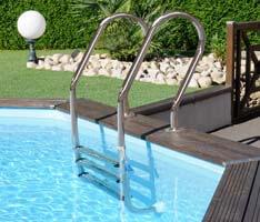 Echelle extérieure en inox pour piscine