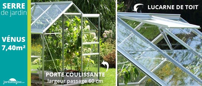 Serre de jardin avec une porte coulissante et une lucarne de toit pour aération de la serre