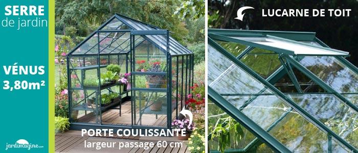 serre de jardin en verre avec porte coulissante et lucarne pour aérer votre serre